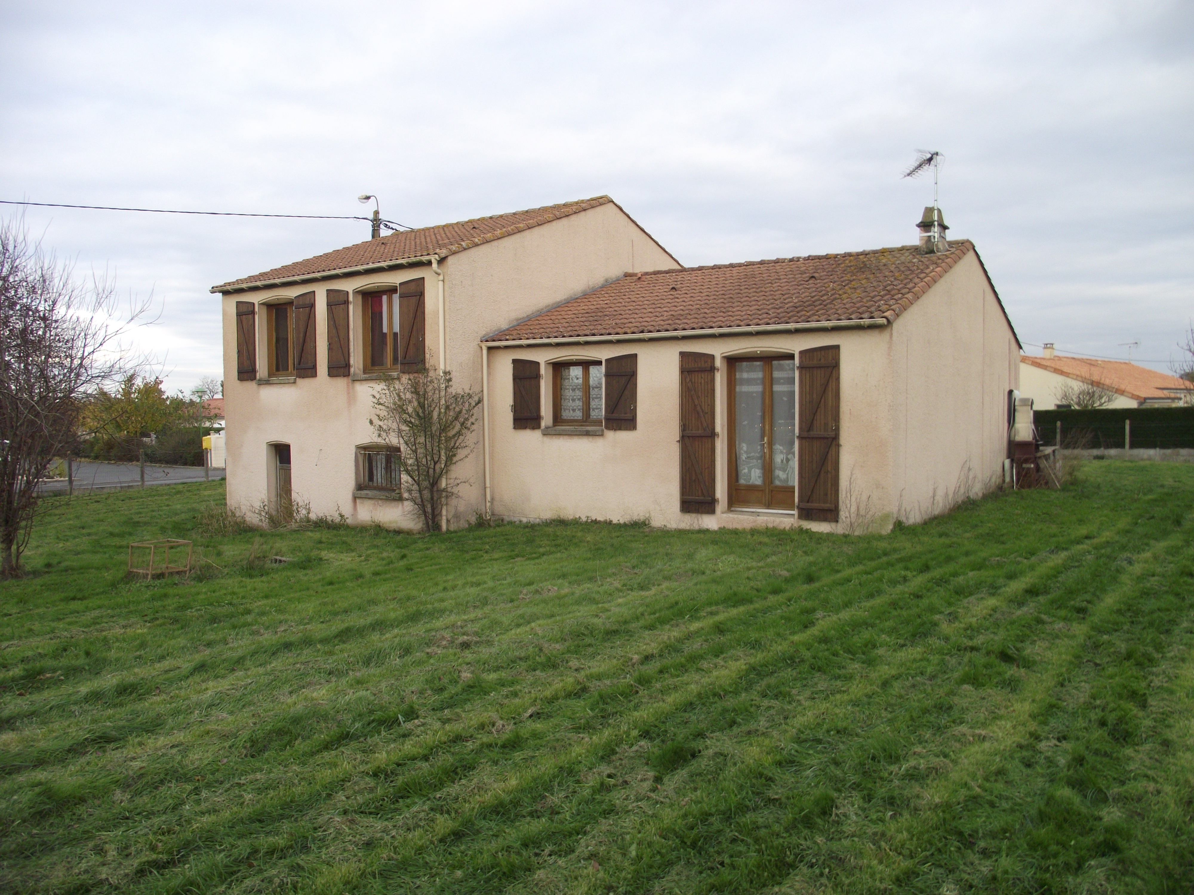 Maison vendre neuvy bouin 79130 axe pro ouest for Maison 80000 euros
